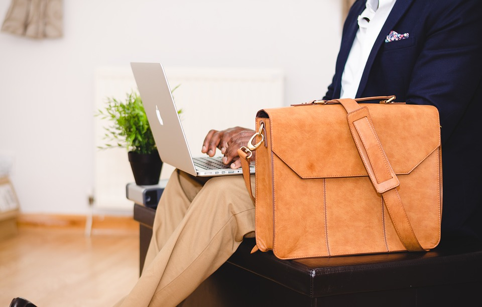cum iti poti alege o geanta de laptop fashion